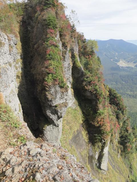戸隠山の尾根から見た山襞